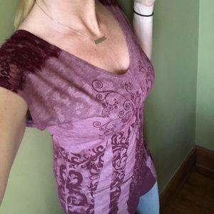 Short sleeved shirt, lace detail at shoulder